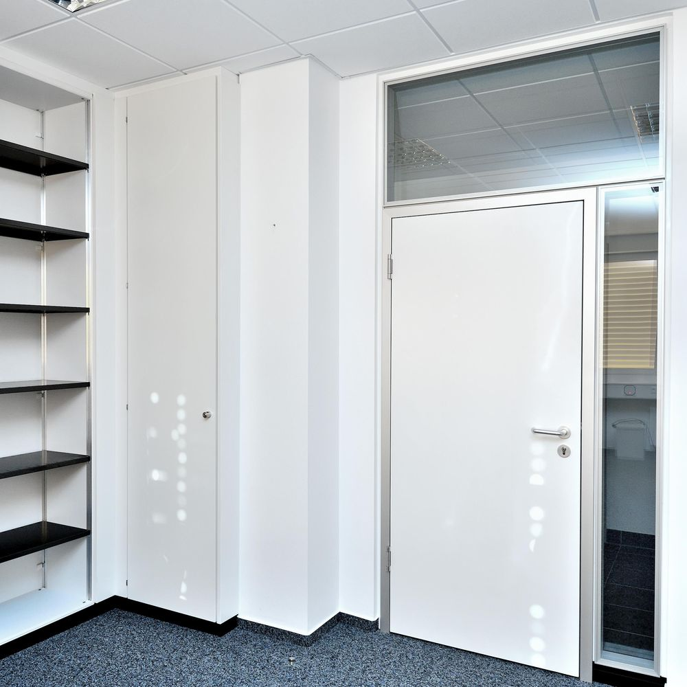 S10 storage system with and without swing doors