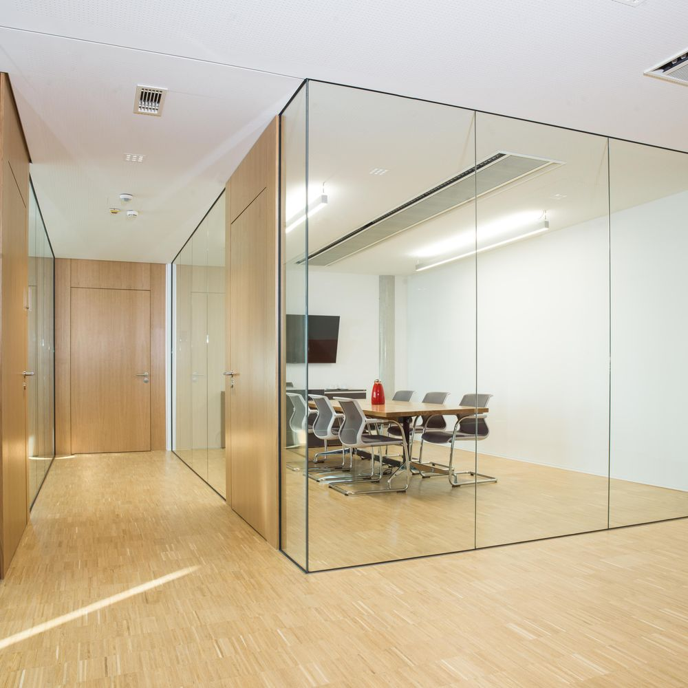 Floor-to-ceiling room solution with single-glazed all-glass wall