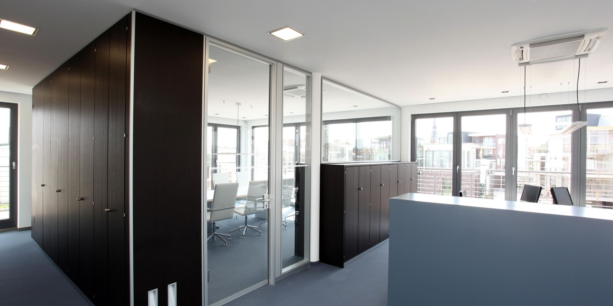 Flexible storage system, full-height or with balustrade glazing