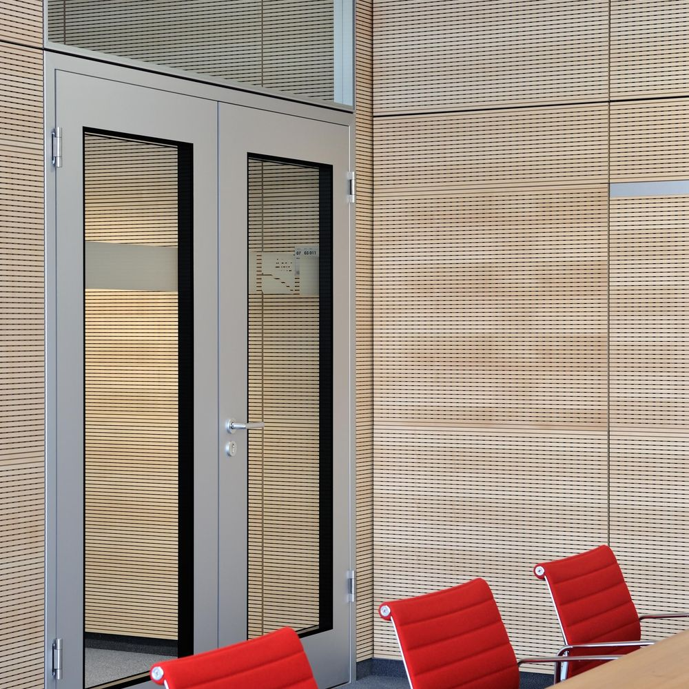 Superior room acoustics – sonic 10 integrated across the entire partition wall